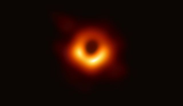 trou noir M87 EHT 2019