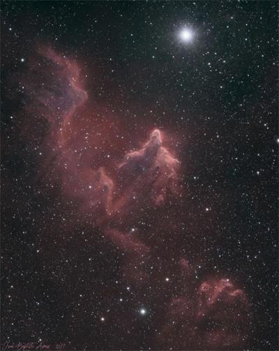 IC 63 – Le fantôme de Cassiopée